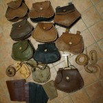Assortimento borse, scarselle, cinture, parabracci